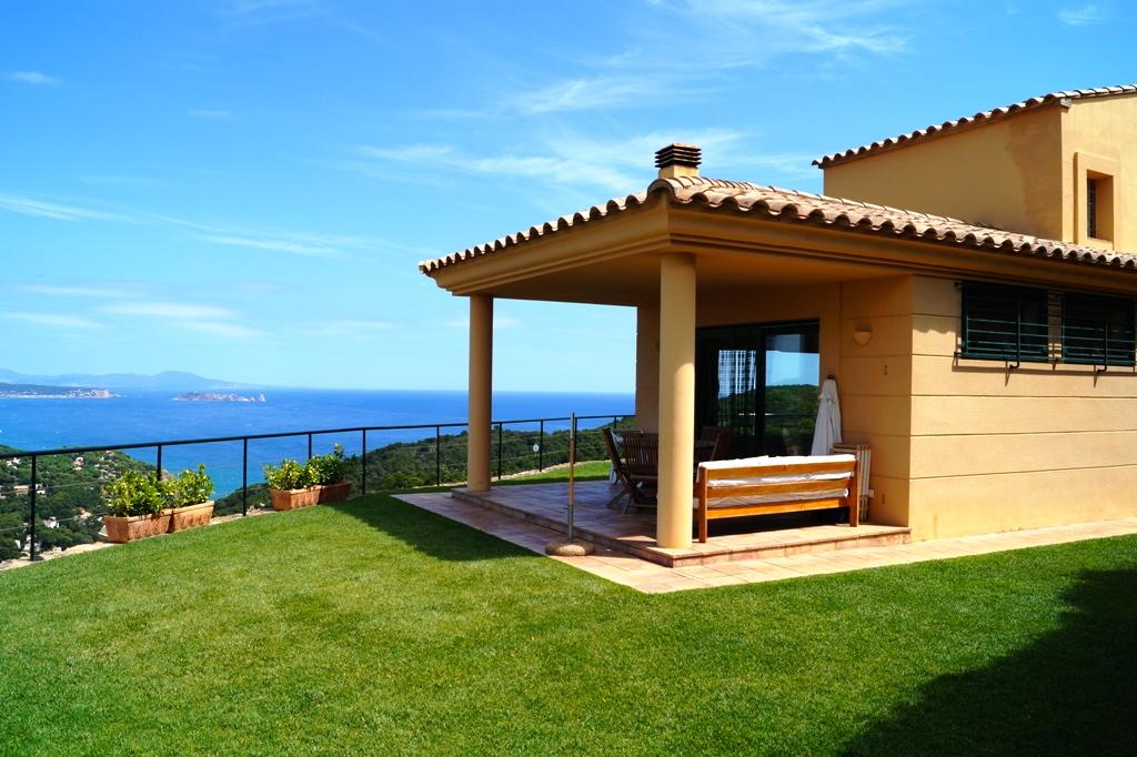 Vila d'estil català amb vista a la mar i piscina a Begur, a 5 minuts del centre